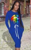 Vestido camisero azul con cordones con estampado de labios de otoño