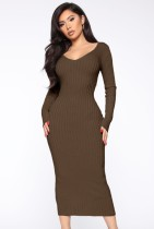 Vestido ajustado largo con cuello en V de punto marrón de invierno