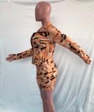 Sujetador corto de camuflaje caqui casual de otoño + Pantalones cortos ajustados de cintura alta + Abrigo con cremallera Conjunto de ropa deportiva de 3 piezas