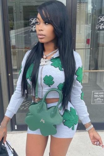 Conjunto de pantalones cortos y top corto de manga larga con cremallera y estampado verde de otoño a la moda