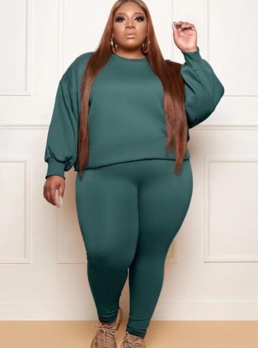 Conjunto de pantalones pitillo y sudadera con cuello redondo y manga larga suelta verde oscuro de talla grande de otoño