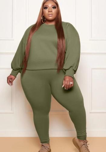 Conjunto de pantalones pitillo y sudadera con cuello redondo y manga larga suelta verde militar de talla grande de otoño
