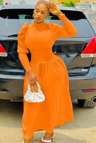 Abito da sera lungo con collo alto e maniche a sbuffo arancione elegante invernale