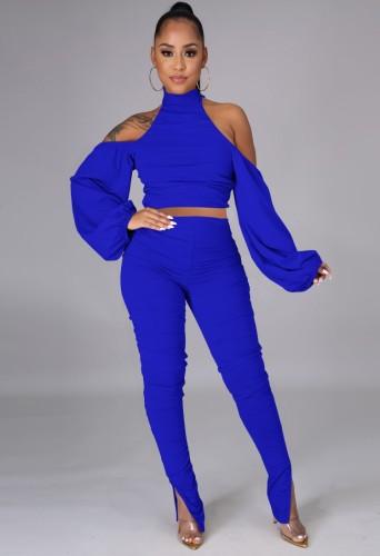 Set di top corto con collo alto tagliato blu autunno e pantaloni arricciati