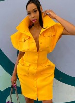 Minivestido abotonado con hombros anchos amarillo de invierno con bolsillos