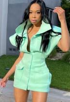 Mini vestido verde de invierno con hombros descubiertos y bolsillos