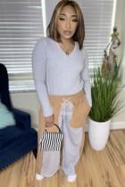Top a maniche lunghe con scollo a V grigio causale autunnale e pantalone con tasca a contrasto