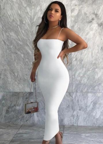 Sommerweißes, schmal geschnittenes Kleid mit langen Trägern