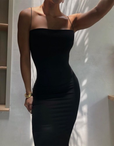 Schwarzes Sommerkleid mit schmalen Trägern, langes, anliegendes Kleid
