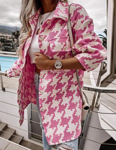Lange Bluse in Rose mit Herbst-Print und Taschen