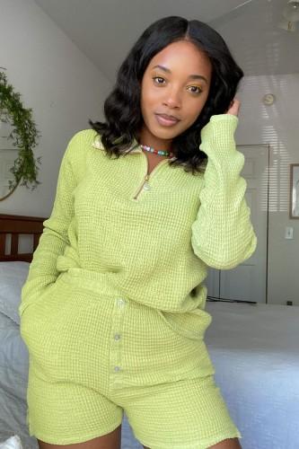 Herbst-lässiges grünes Reißverschlusshemd und hohe Taillen-Shorts-Set