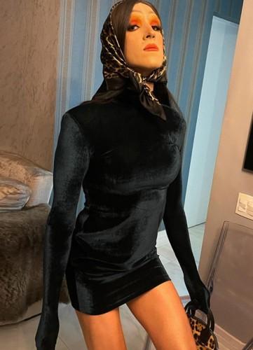Minivestido sexy de veludo preto de gola alta para festa de inverno