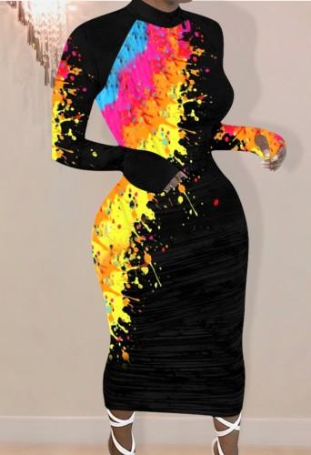 秋の絵の具は長袖の黒い長いボディコンドレスを印刷します