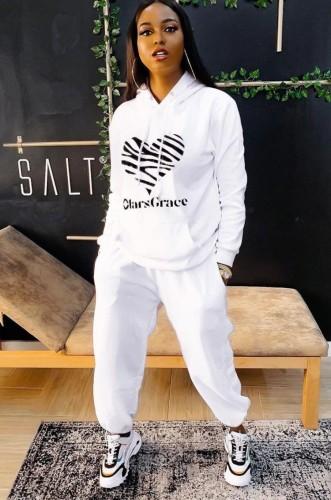 Sudadera blanca con estampado de deportes de invierno y pantalón de chándal de dos piezas