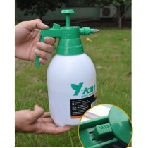 2L Air Pressure Watering Can Flowers Watering Pot Garden Tool Cleaning Supply - Green + White
