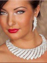 Precious Shell Rhinestone-Necklace and Earrings Hot