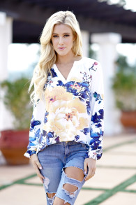 High End Plus Size Tops And Blouses 2018 Fashion Long Sleeve V-Neck White Blouse Floral Casual Women Blusas Shirt