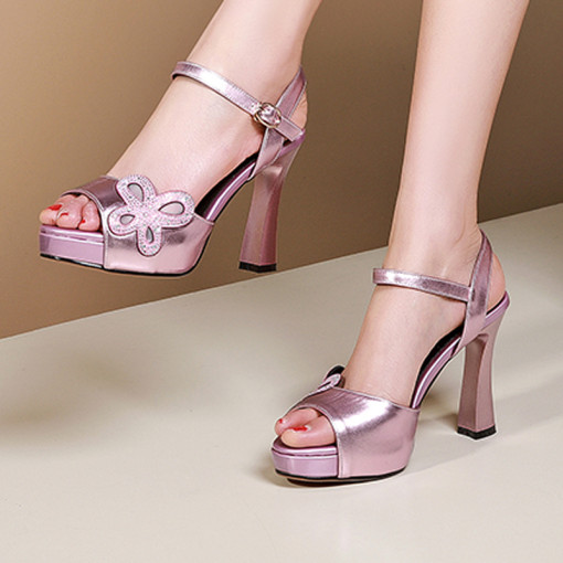 Arden Furtado summer 2019 fashion trend women's shoes chunky heels pure color silver purple buckle sandals waterproof sandals