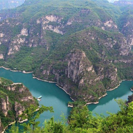 Qinglongxia Gorge, Hongluosi Temple and Yanqihu lake One Day Tour