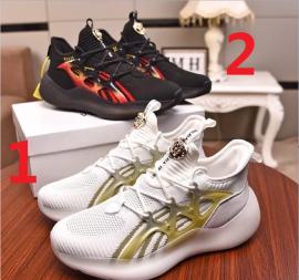 ヴェルサーチェ靴コピー 2020新品注目度NO.1 VERSACE メンズ スニーカー 2色