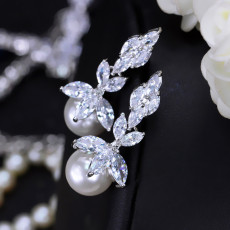 Fashion Joker Sweet and Lovely Flower Earrings Zircon Shell Pearl Earrings