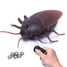 Tricky Infrared Simulation Remote Control Creepy Insect Cockroach Toys Halloween Funny Kids Props