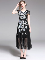 Charming Crew Neck Embroidery Short Sleeve Dress in Black - Selerit