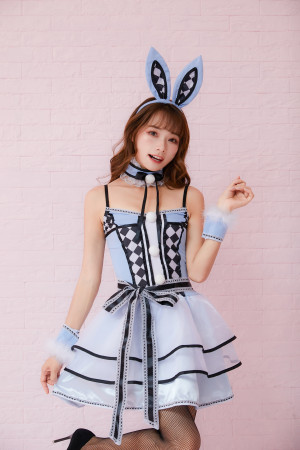 Cosplay Miss  Alice rabbit costume etiquette