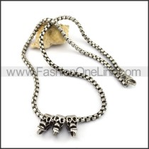 Silver Three Skulls Necklace n001082
